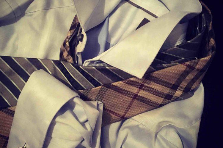 Come scegliere la camicia perfetta da uomo: guida rapida
