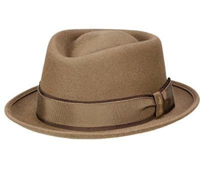 come indossare un cappello