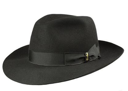uomo con cappello elegante